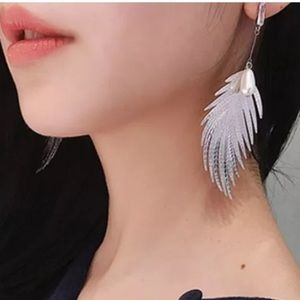 Unique feather and pearl fashion earrings